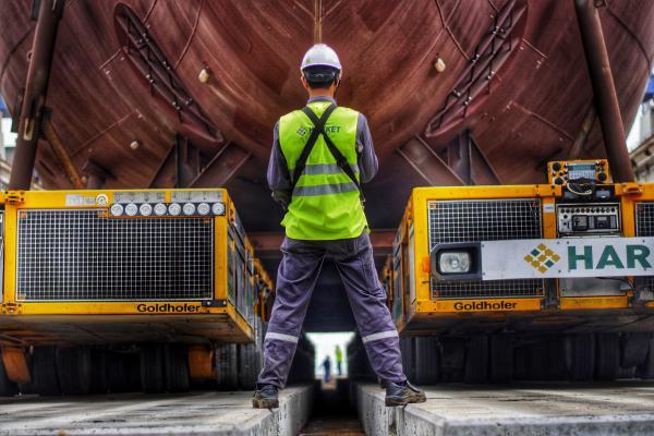 Yalova Tersan Shipyard unloading operation